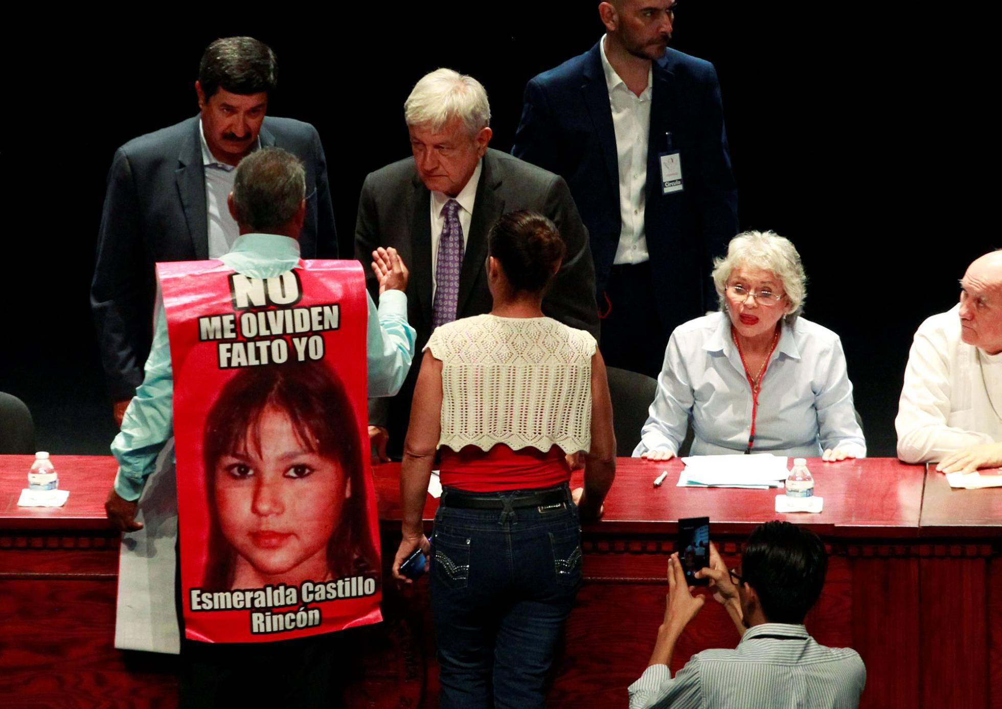La palabra �perd�n� causa pol�mica en el foro de pacificaci�n de L�pez Obrador