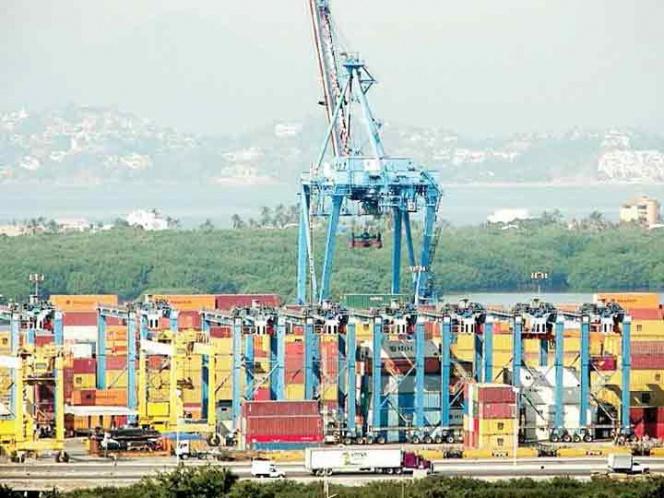 México alista otros TLC por si EU se sale; inicia renegociación comercial
