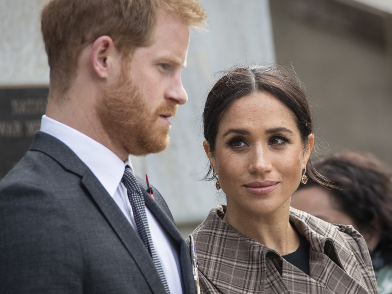 ¿Cómo se pagarán Meghan y Harry su propio sueldo? El doble juego que podría salirles caro