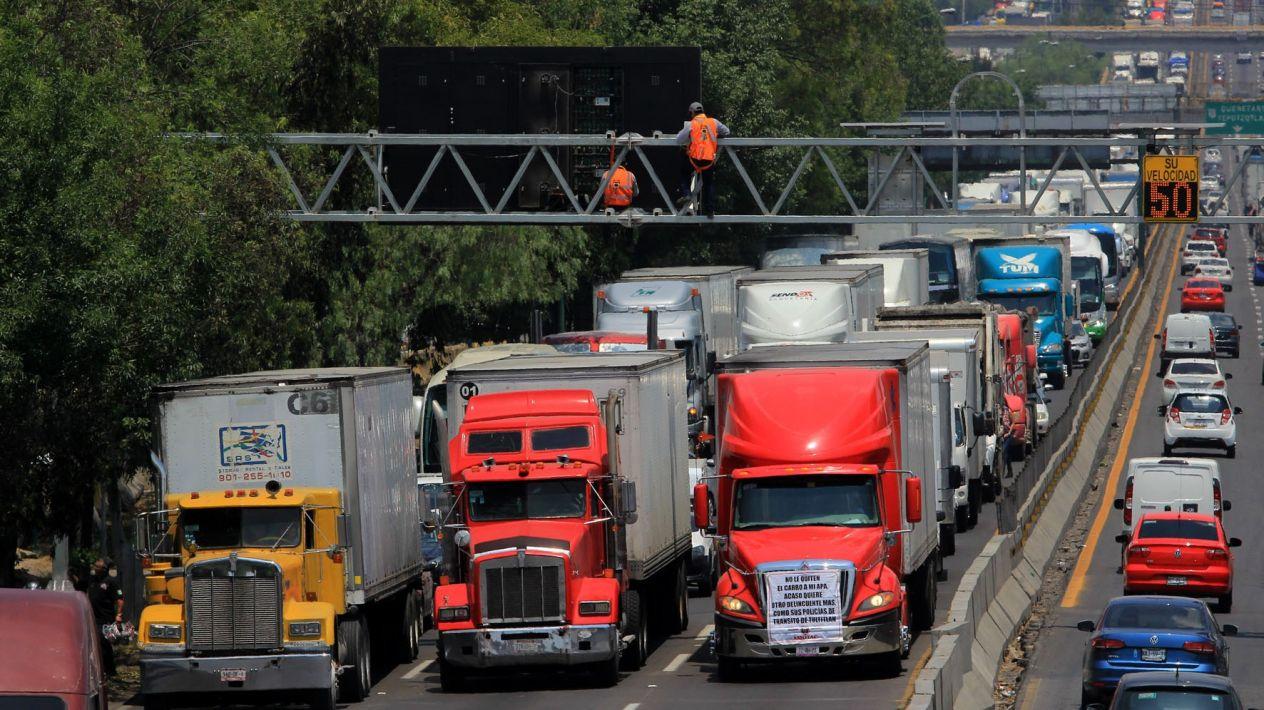 Transportistas anuncian paro nacional; se prevén bloqueos en accesos a CDMX este martes