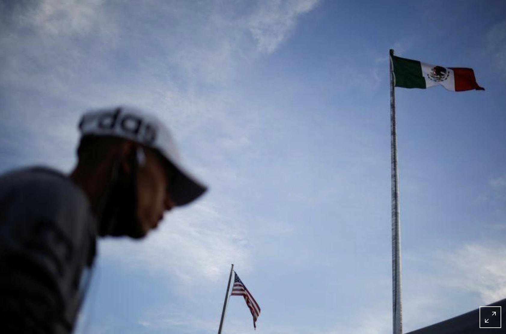 México intensifica controles fronterizos para contener el coronavirus durante feriado en EEUU