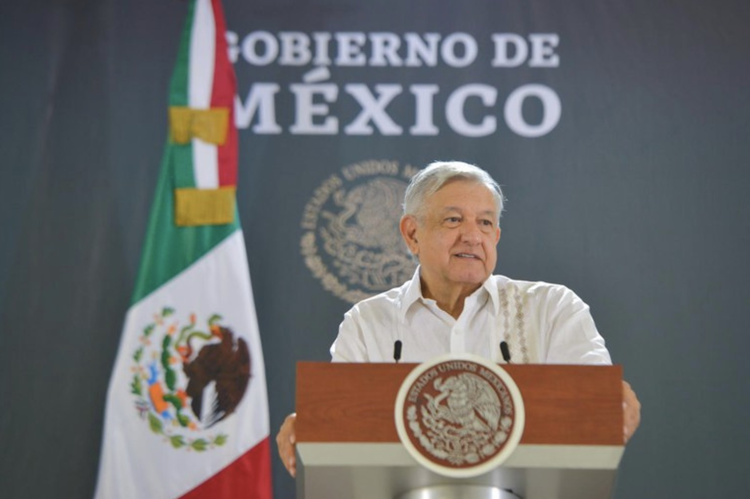"""Conservadores que fingían ser liberales se están quitando la máscara"": López Obrador"