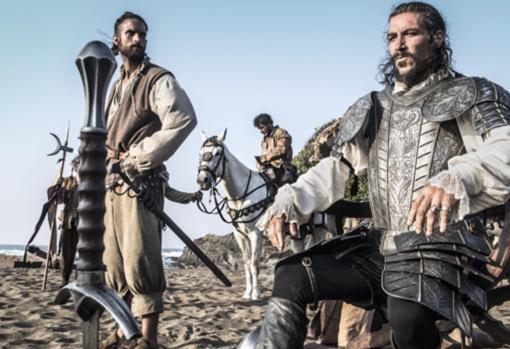 Aciertos y errores históricos de la serie de Hernán Cortés: sucios, violentos y con la espada de Gandalf