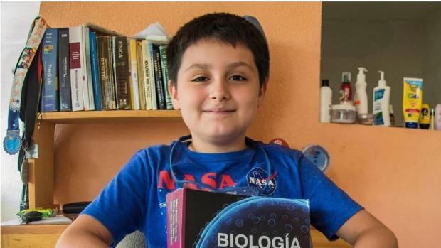 Un niño mexicano de 14 años, admitido para estudiar su segunda carrera universitaria