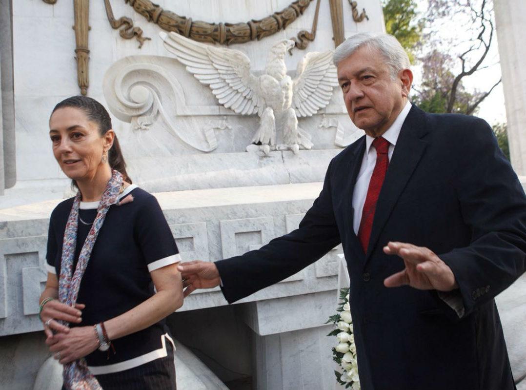 AMLO señala a Claudio X. González como cliente de Cambridge Analytica en México