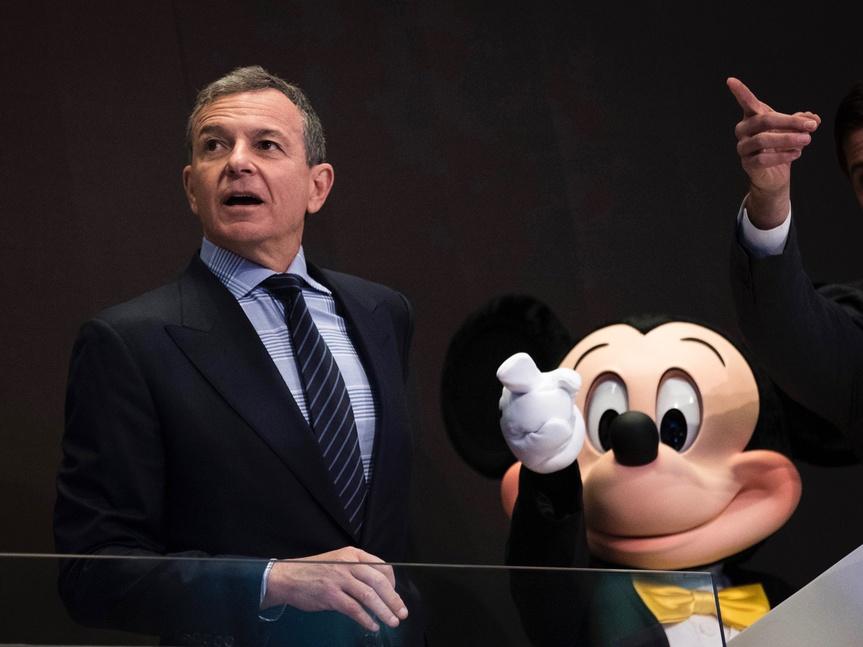 Mickey Mouse y Bart Simpson ya son familia: la compra de Fox por Disney explicada en cuatro claves