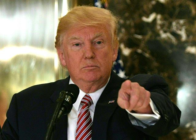 Se perfila crisis de Trump por su afinidad neonazi
